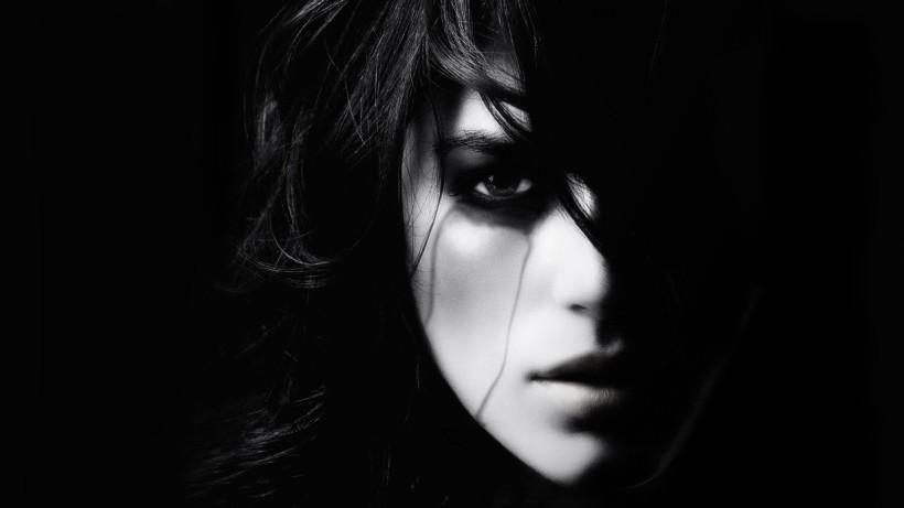 women-dark_00325510